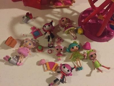 Lalaloopsy great lot house/carouzel with lots of accessories and mini dolls