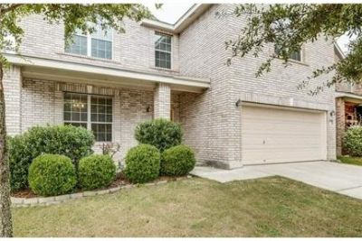 House - 3 bathrooms - 5 bedrooms - come and see this one. Washer/Dryer Hookups!