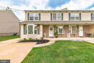 305-A Olive Ave Horsham Three BR, This beautiful twin/townhome
