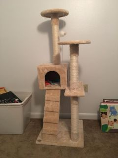 Cat tower/ scratching post
