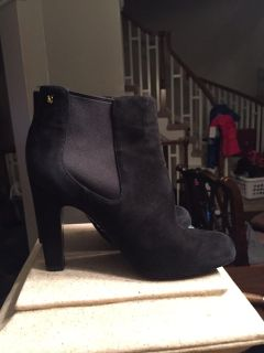 Women's size 7 Vince Camuto suede ankle booties