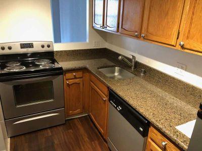 1 Bd Apt. 17th Floor in River North $200 off. Available Now