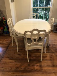 Table and 6 chairs, includes 3 leaves for extending
