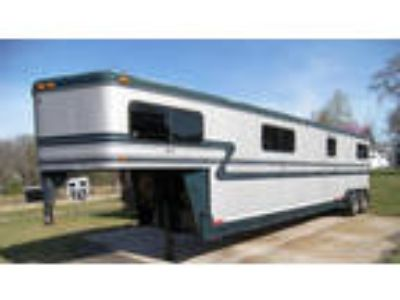 2000 Hawk Trailers Custom 4 Horse Head to Head with Dress