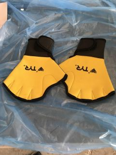 Water exercise gloves