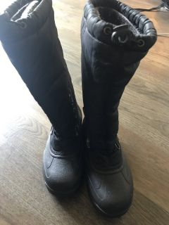 Snow boots woman s size 6