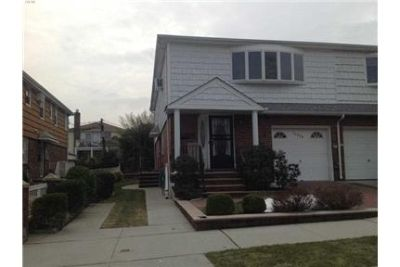 3 bedrooms House - One Of A Kind In The Area Whitestone Located On The 2nd Floor. Washer/Dryer Hooku