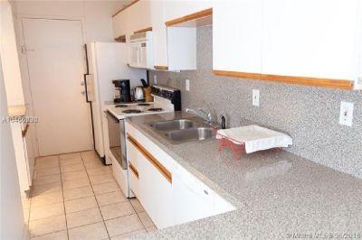 Miami Beach: 1/1 South beach apartment (Lincoln Rd., 33139)