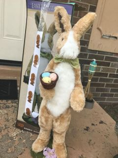 Easter Bunny Statue