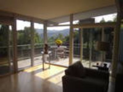 KENTFIELD. Remodeled Mid-Century Modern Three BR with Private Decks and Canyon..
