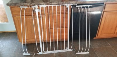 Baby/Pet Gate! FIRST COME! MACKINAW PORCH PICKUP