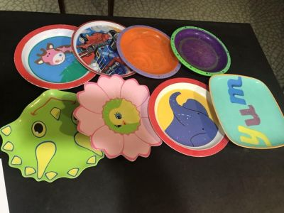 Lot of 8 kid plates in used condition