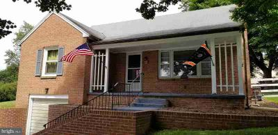 405 Waters Rd YORK, Detached brick 1.5 story home in