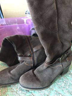 Brown boots, great for fall!