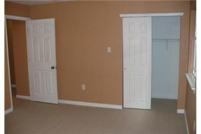 $1,600/mo \ 3 bedrooms - come and see this one. Washer/Dryer Hookups!