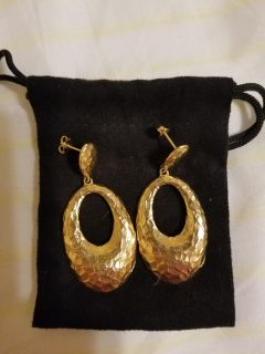NWOT. Gold toned hammered open oval drop earrings from Home Shopping Network