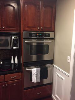 Dual oven with cabinet
