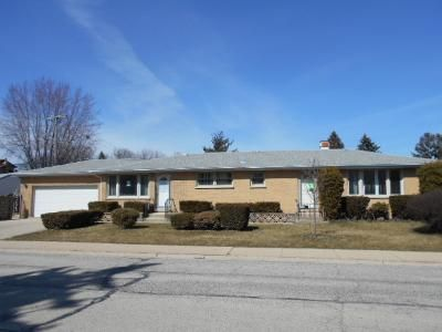 3 Bed 2 Bath Foreclosure Property in Melrose Park, IL 60164 - Country Club Dr