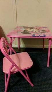 minnie table and chair