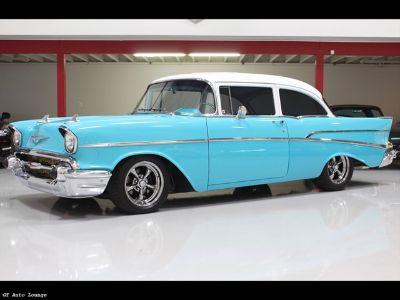 1957 Chevrolet Bel Air/150/210 210 Post (Light Blue / White)
