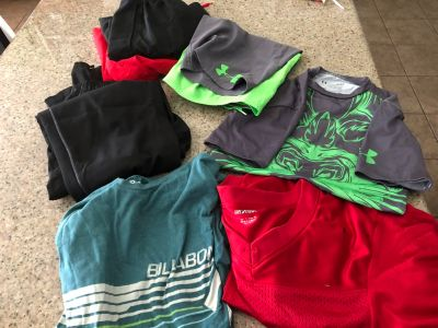 Men s small assorted lot. Pace pick up.