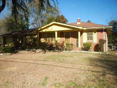 3 Bed 1.5 Bath Foreclosure Property in Beech Island, SC 29842 - Urquhart Dr