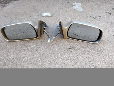 Toyota Camry driver & passenger door side mirrors.