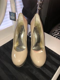 Bakers Alecia Taupe heels size 7