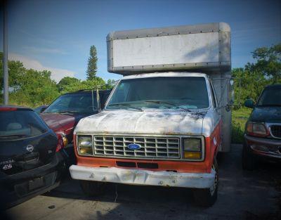 1989 Ford E350 (White)