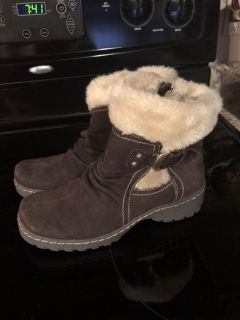 Bare traps leather boots. Like new!! Size 6 1/2 retails for 70+ very warm and cute. Really cute with jeans.