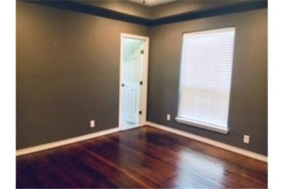3 bedrooms Loft - well maintained corner home with wood floors and lots of windows. Carport parking