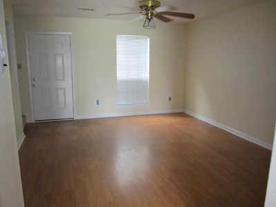 $1,050, 2br, Townhome 2BR  1.5 Bath Quite Neighborhood