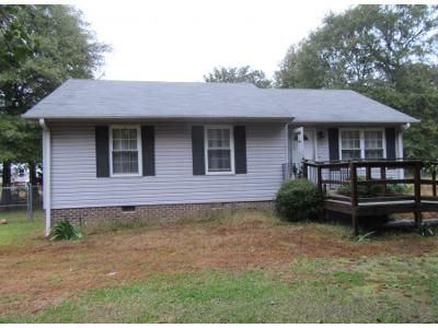 3 Bed 2.0 Bath Preforeclosure Property in Greenville, SC 29605 - Cambridge Dr