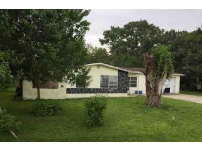 2 Bed 1 Bath Foreclosure Property in Okeechobee, FL 34972 - NW 17th Ave