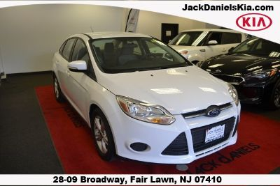 2014 Ford Focus SE (White)