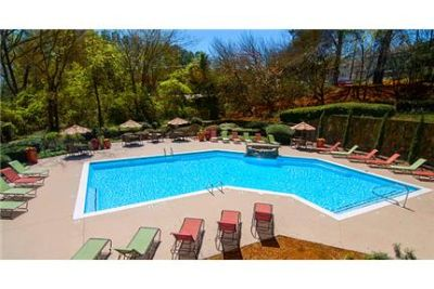 1 bedroom Apartment - offers a tranquil lifestyle. Washer/Dryer Hookups!