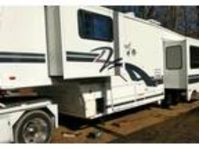1998 Fleetwood Avion 5th Wheel in Cedar Springs, MI