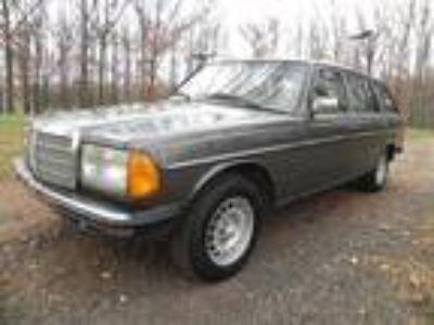 1983 Mercedes-Benz 200-Series Wagon W123