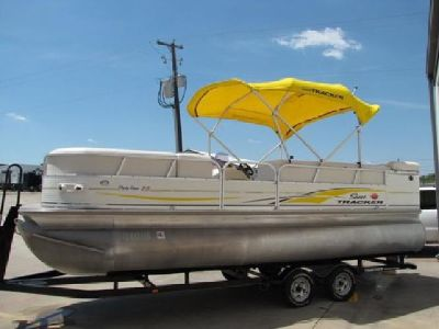 2007 Suntracker Party Barge 22 Mercruiser Pontoon Boat