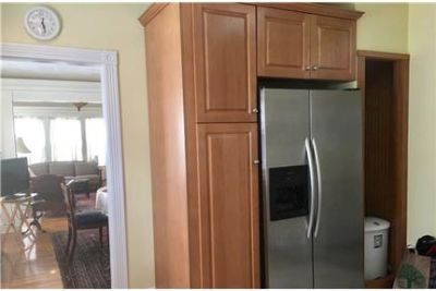 Lovely Providence, 2 bed, 1 bath. Single Car Garage!