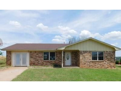 3 Bed 1.5 Bath Foreclosure Property in Lindsay, OK 73052 - Ridgewood Dr