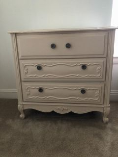 Cream antique looking small dresser