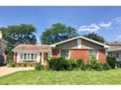 Des Plaines - Expansive Ranch - Master Suite - Full Fin Basement with Bed/Bath -