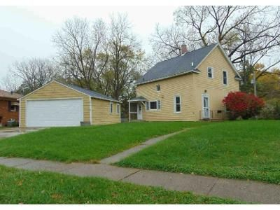 3 Bed 1 Bath Foreclosure Property in Moline, IL 61265 - 13th Avenue Ct