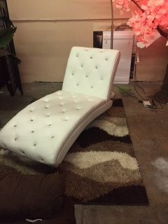 BRAND NEW! BLING RHINESTONE LEATHER WHITE ACCENT CHAIR LOUNGER