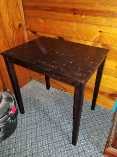 Like new taller end table