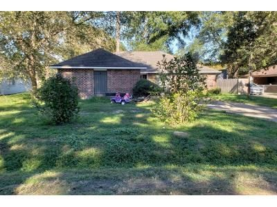 Preforeclosure Property in Denham Springs, LA 70726 - Cedar Springs Ave