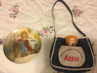 Annie Plate and Purse with Removable Doll