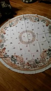 Round chicken/rooster table cloth