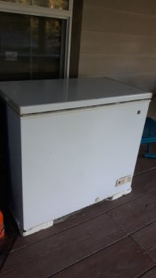 GENERAL ELECTRIC FREEZER 7cu ft. Works great